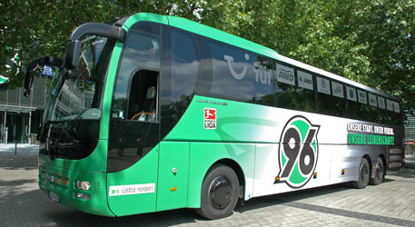 Auch die Mannschaft fährt mit dem Bus nach Bremen - Foto: JPH