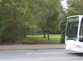 In Dolgen hält der Bus anders - Foto: JPH
