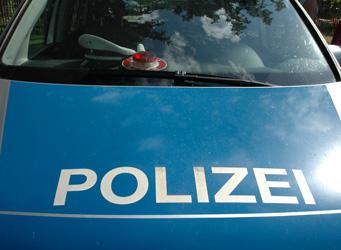 Polizei stoppt Autofahrer - Foto: JPH