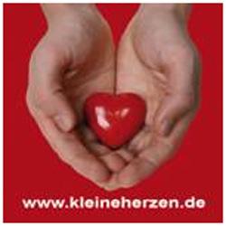 Kekse mümmeln und Gutes damit tun: auf dem Opernplatz in Hannover - Logo: Kleine Herzen