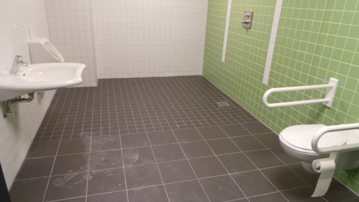 Die Sanitärrume sind sogar behindertengerecht und großzügig ausgelegt - Foto: JPH/Archiv