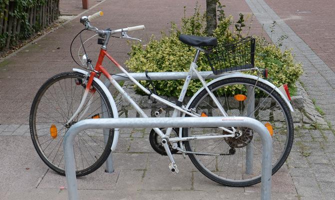 Im Verkehr mit dem Fahrrad sicher fahren - Foto: JPH
