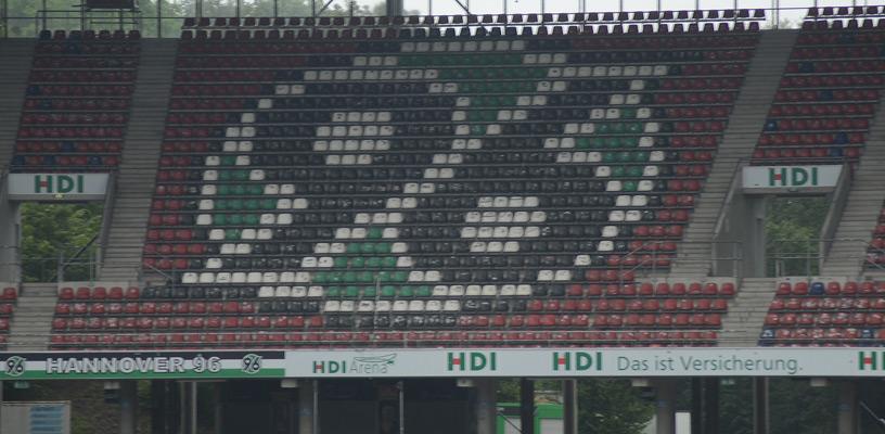 96 und die Fans spenden jeweils 5000 Euro an die beiden Organsiationen - Foto: JPH