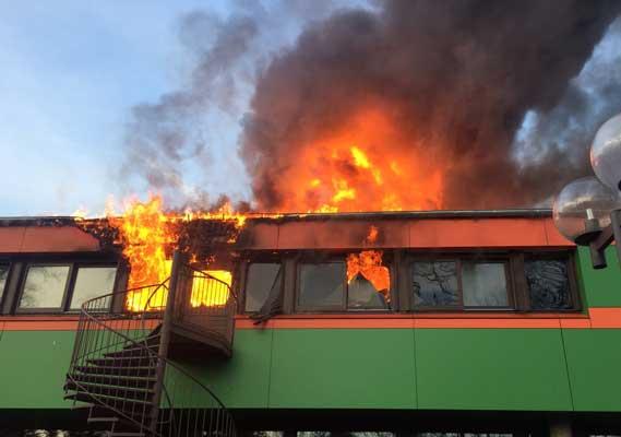 So hat die Brandstelle sich den ankommenden Kräften präsentiert - Foto: Stadtfeuerwehr Sehnde