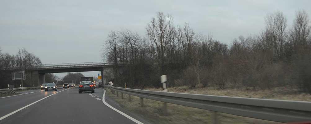 Zunächst wird die Fahrbahn zwischen A 7 und Brücke erneuert - Foto: JPH