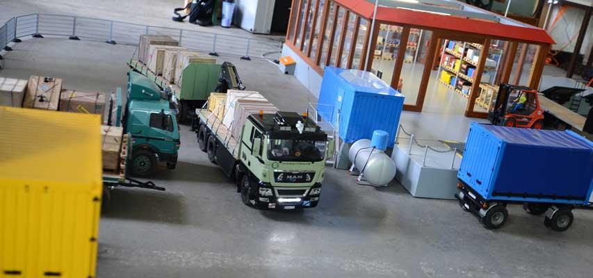 Auf dem Truckerhof herrscht lebhaftes Treiben - Foto: JPH