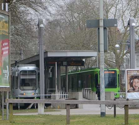 Ab einigen Hochbahnsteigen sind die Lautsprecheranlagen abgeschaltet - Foto: JPH