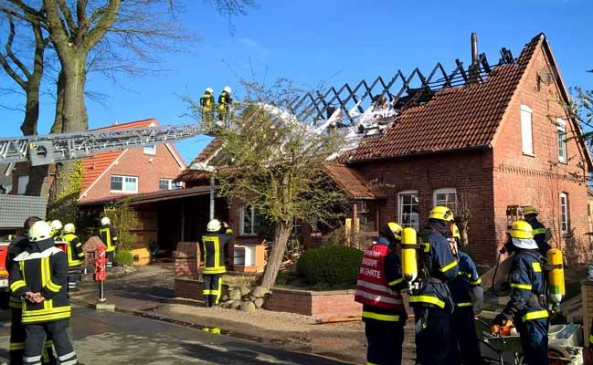 Nach Ende der Löscharbeiten sah das Haus verheerend aus - Foto: THW Lehrte/A. Wagner