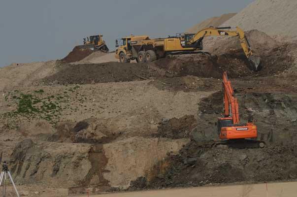 Tatsächlich wird der Arbeitsbereich, wie man sieht, gewässert - Foto: JPH