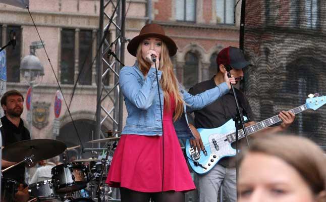 Laura Diederich aus Ilten begeisterte die Zuhörer - Foto: Lutz Akemann