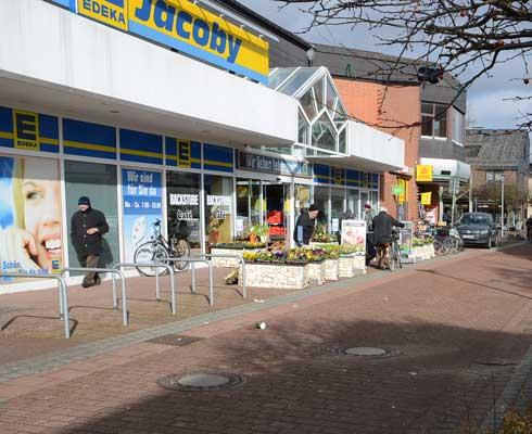 In Sehnde  ist die Edeka-Jacoby ein wichtiger Mittelpunkt im Stadtleben - Foto: JPH