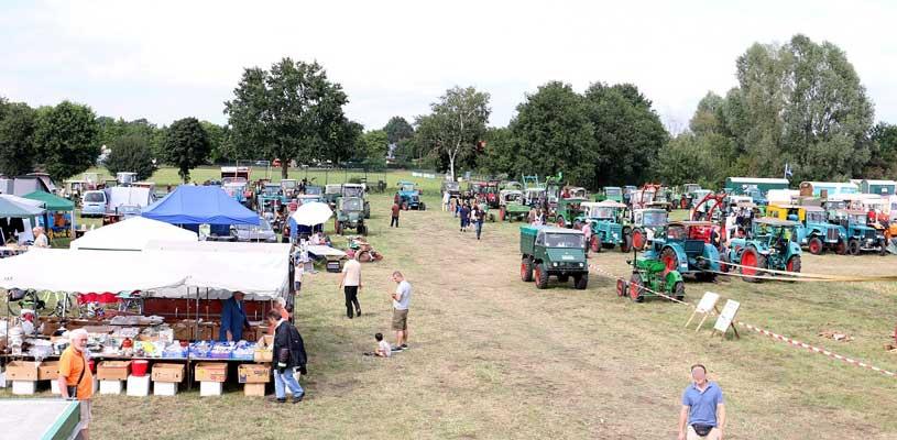 Zahlreiche Maschinen aus der Landwirtschaft wurden auf dem Gelände präsentiert - Foto: LAK