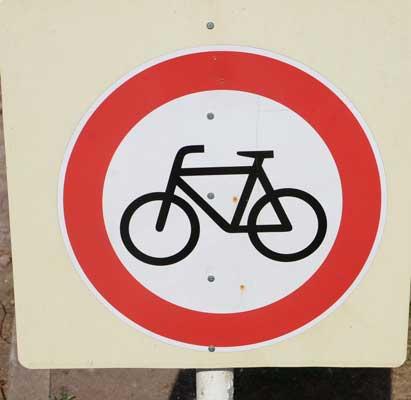 Ab sofort heißt es auf vielen ehemaligen Radwegen: Verbot für Radfahrer - Foto: JPH