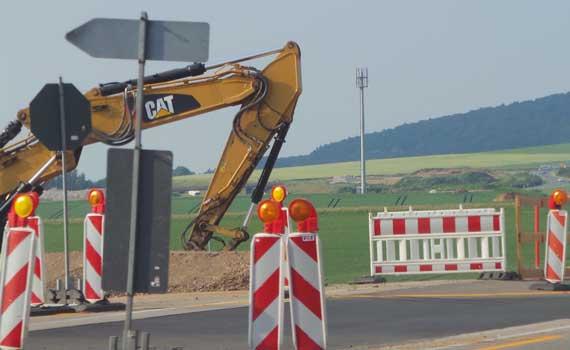 Neue Fahrbahndecke wird hergestellt - Foto: JPH