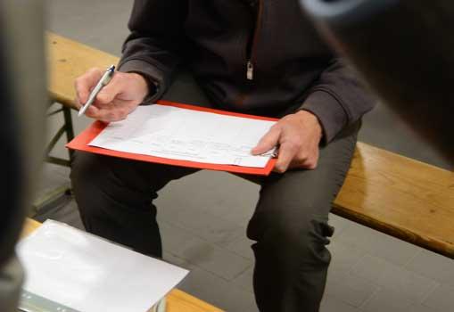 Nach der Veranstaltung trugen sich zahlreiche Bürger in die Info-Liste für ENAS ein - Foto: JPH