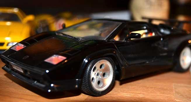 Mit dem Auflieger waren zwei Lamborghini weg - Foto: JPH/Symbol