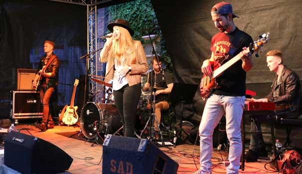 Auch in Neustadt bei der 800 Jahr-Feier konnte die Band mit Laura Diederich überzeugen - Foto: LAK