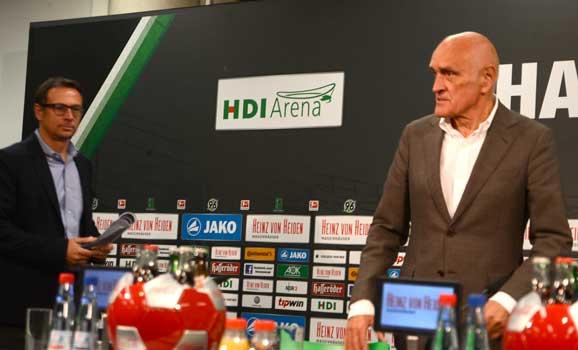 Martin Kind (re.) stellte in der Pressekonferenz den neuen Geschäftsführer Sport, Martin Bader (li.) vor - Foto: JPH