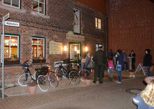 Erstmals war auch der neue Dorfladen mit in den Amrkt einbezogen - Foto: JPH