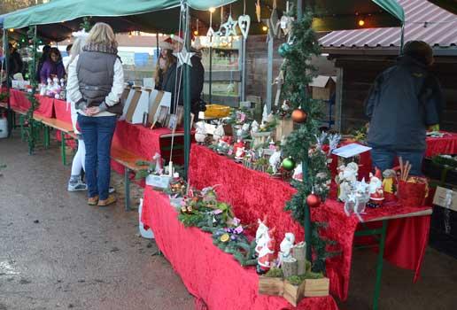 Viel verschiedenen Schmuck für Weihnachten war vorhanden - Foto: JPH