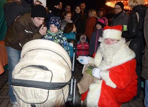 Der Weihnachtsmann war besonders bei den Kindern beliebt - Foto: JPH/Archiv