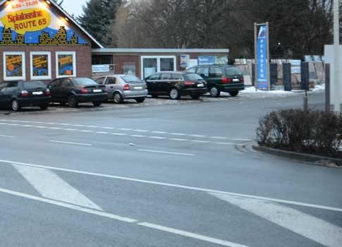 Hier hat das Kantholz auf der B 65 gelegen - Foto: JPH/Archiv
