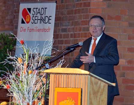 Minsterpräsident Weil hielt eine kurze pointierte Rede auf dem Empfnag - Foto: JPH