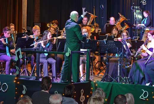 Das Hauptorchester spielte erneut unter der bewährten Leitung von Miroslav Michnev - Foto: JPH