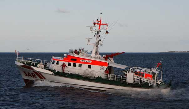 """Der Seenotrettungskreuzer """"Bremen"""" war bei einer groß angelegten Suche nach zwei überfälligen Fischern östlich der Insel Fehmarn Einsatzleiter vor Ort. – Foto: DGzRS – Die Seenotretter"""