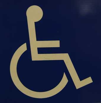 """Gerade Rollstuihlfahrer und Kinder sind besonders gefährdet durch die """"Tretminen"""" - Foto: JPH"""