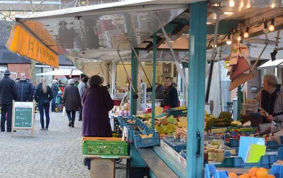 Gut besucht war der erste Mittwochsmarkt in Sehnde - Foto: JPH