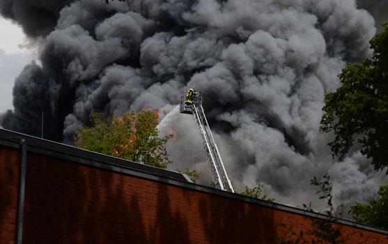 Durch den brand wurde eine wichtige Sportstätte in Sehnde vernichtet - Foto: JPH