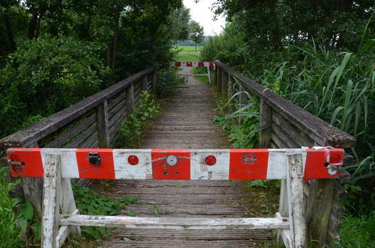 Die Brücke ist nun schon seit Monaten gesperrt und wird nicht repariert - Foto: JPH