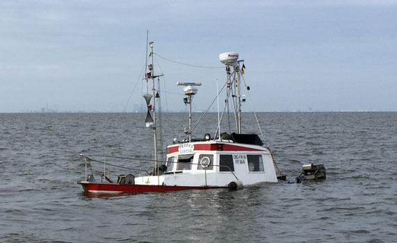 Das Boot sank im Wattenmeer - Foto: DGzRS