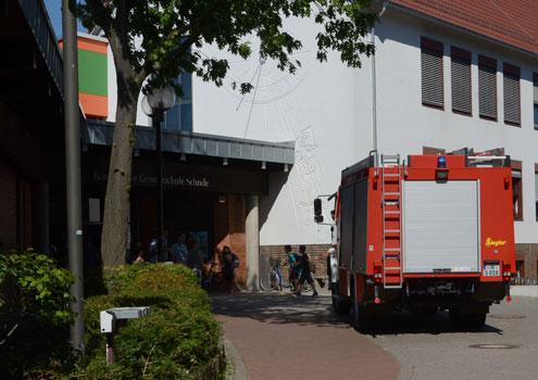 Mit TLF und LF rückte die Feuerwehr am Mittag an - Foto: JPH