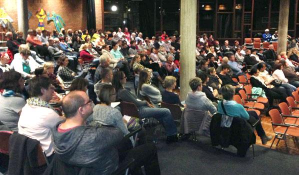 Gut gefüllt war das Forum der KGS am Vortragsabend - Foto: C. Kampmann