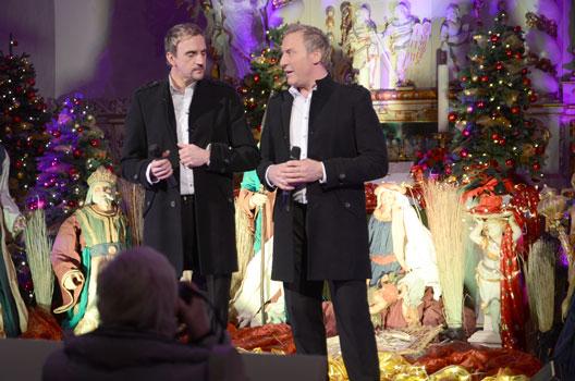 In der selbstgestalteten Deko gaben Hansi (li.) und Robert Feller ein zweistündiges Konzert - Foto: JPH